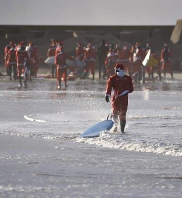 surfing santas2